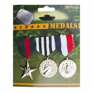 Originele militaire medailles stuks carnavalskleding